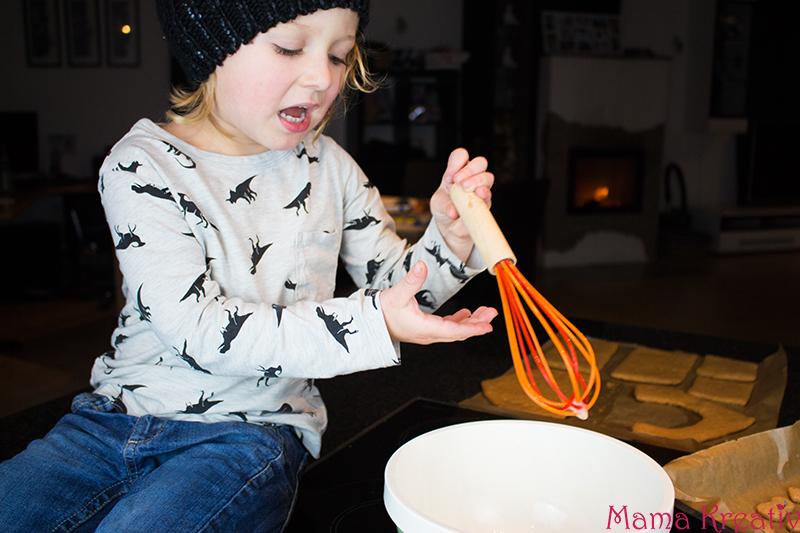 backen-mit-kindern-weihnachten-lebkuchenhaus-krippe-30
