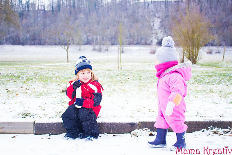 spielen-im-winter-mit-schnee-eis-mit-kidnern-26