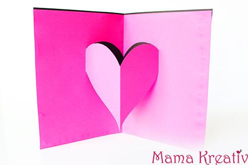 Basteln mit Kindern zum Valentinstag Kindergarten Herz Karte (1)