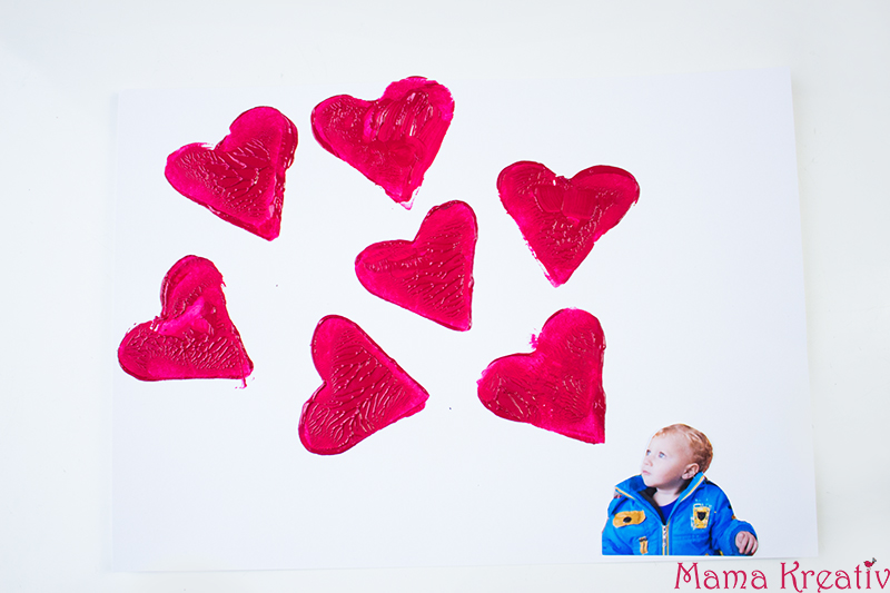 Basteln mit Kindern zum Valentinstag Kindergarten Herz Karte (16)