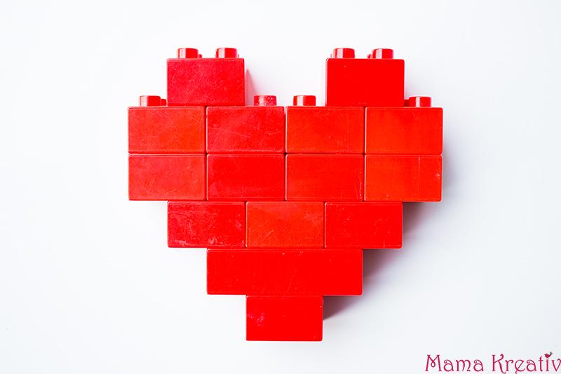 Basteln mit Kindern zum Valentinstag Kindergarten Herz Karte (2)