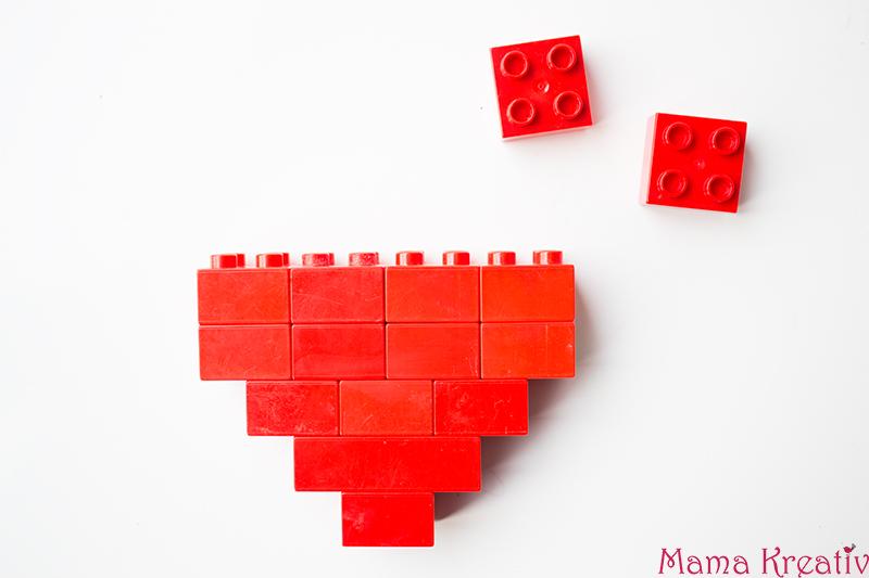 Basteln mit Kindern zum Valentinstag Kindergarten Herz Karte (3)