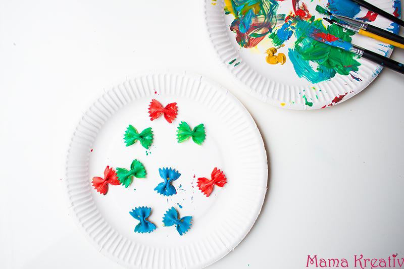 Malen im Frühling mit Kindern Schmetterling aus Farfalle 4