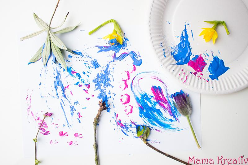 Malen im Frühling mit Kindern mit echten Blumen (2)
