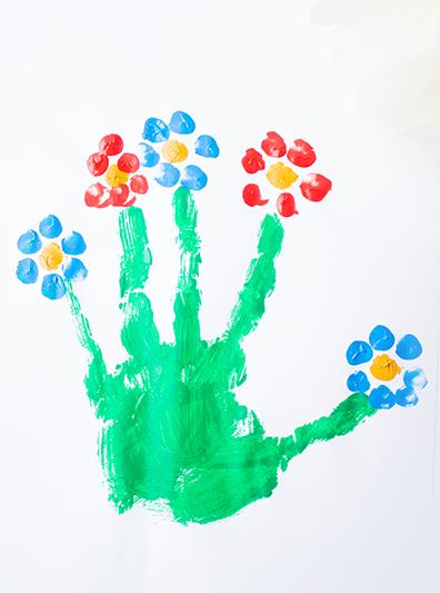 Malen im Frühling mit Kleinkindern Blumen Handabdruck