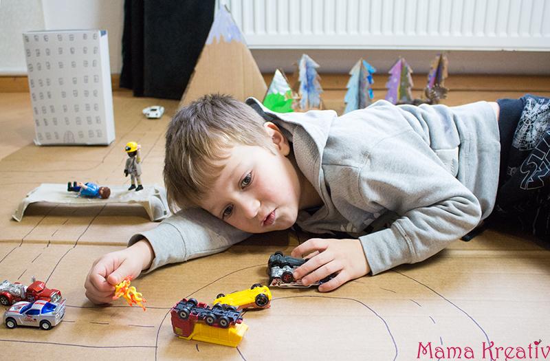 DIY Upcycling Spielwelt - Spielideen für Kinder - basteln mit Kindern aus Karton und Pappe