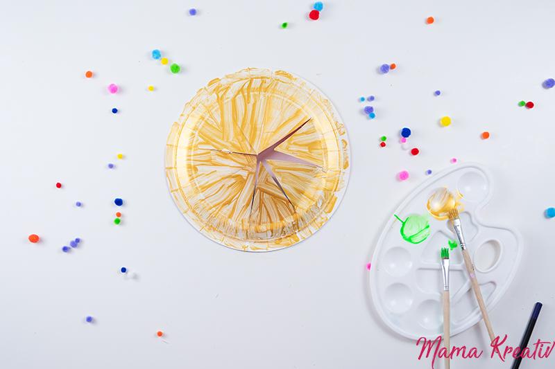 Basteln Fasching - Krone aus Pappteller basteln - Spiele und Bastelideen für Fasching - Basteln mit Kindern - DIY Spiele selber machen