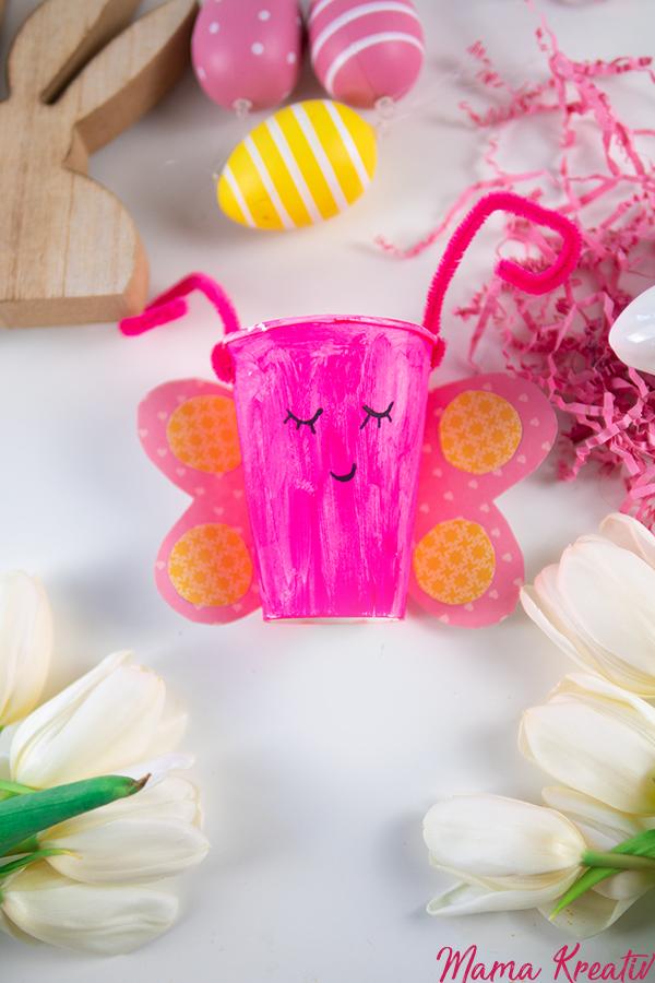 Osternest basteln - Schmetterling aus Pappbecher - 4 einfache Upcycling Ideen zum basteln mit Kindern und Kleinkindern