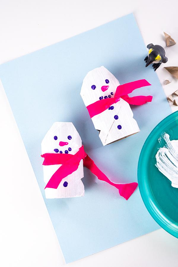 Basteln mit Kindern im Winter - Schneeflocken aus Zeitung, Eisbär, Klorollen Schneemänner, Windgläser uvm