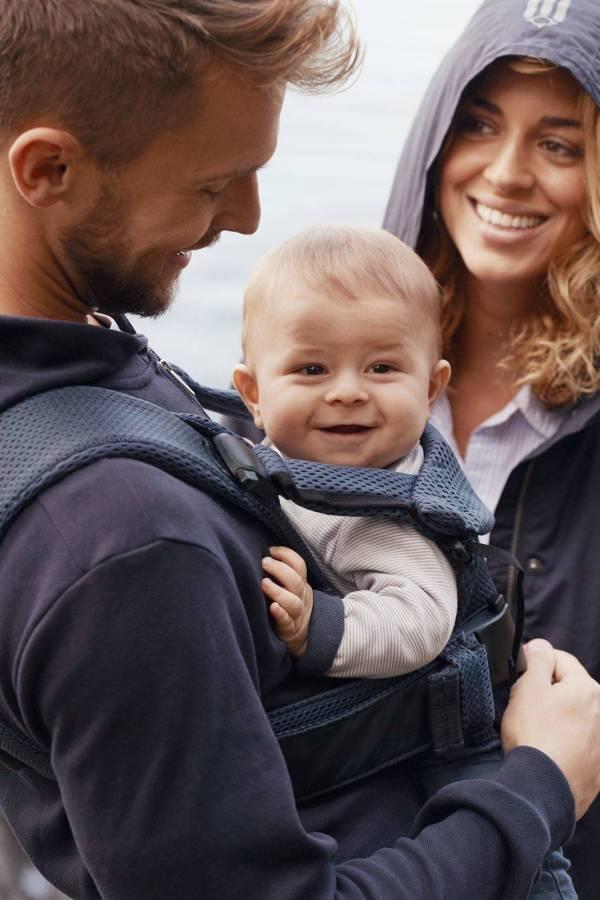 BABYBJORN nešioklė ONE AIR, Navy Blue su seilinuku