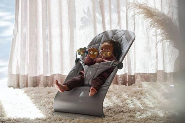 BABYBJÖRN gultukas Bliss Petal QuiltCotton, Light Grey + žaisliukas Googly Eyes Pastels
