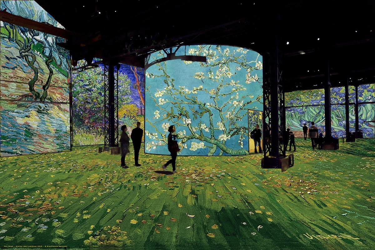 Atelier dés Lumières exhibits Van Gogh-not to be missed!