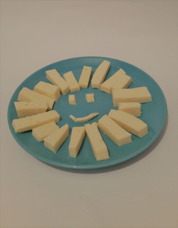 Dados de queso blanco