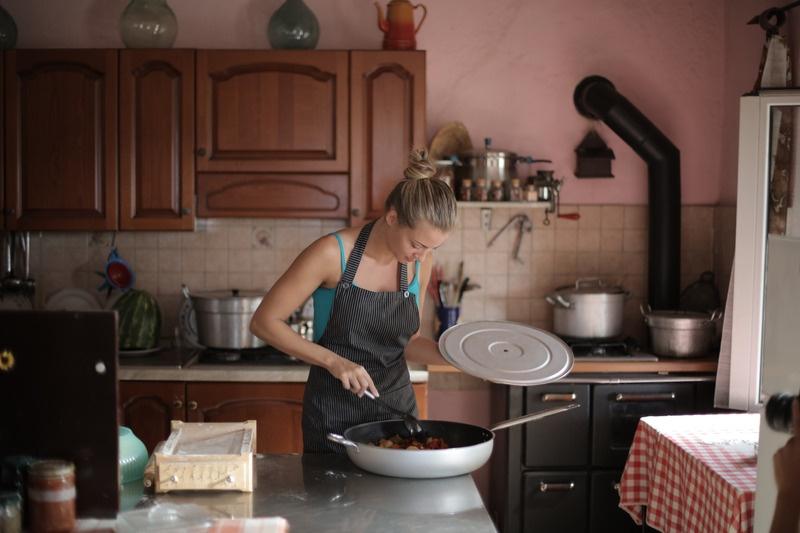 Ajutor in Bucatarie Mama lui Vladimir (3)