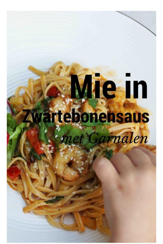 mie in zwarte bonensaus met garnalen mamameteenblog.nl