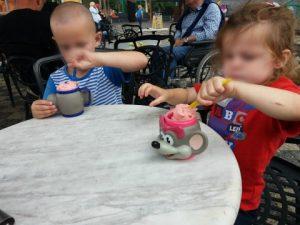 julianatoren plog  ijsje eten