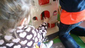Review Amsterdams pakhuis van Reiger en de Raaf duurzaam houten speelgoed close up