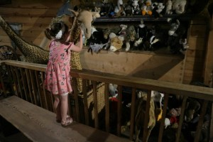 Nola vind al die knuffels geweldig op de Ark