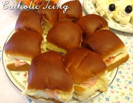 sandwichs au thé de Pâques et au jambon