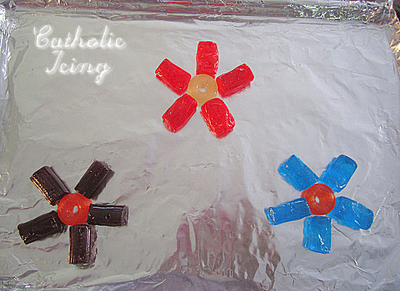 https://www.catholicicing.com/wp-content/uploads/2012/03/make-jolly-rancher-flower-pops.jpg