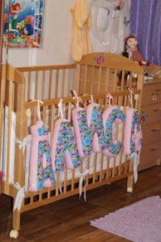 Кроватка на колесиках