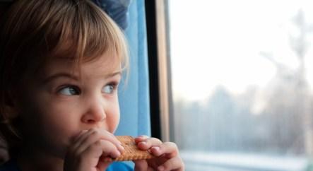 Чем накормить ребенка в поезде