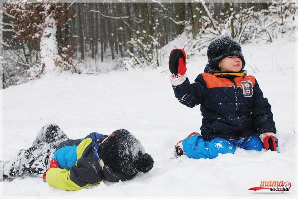 wspólna zabawa na śniegu