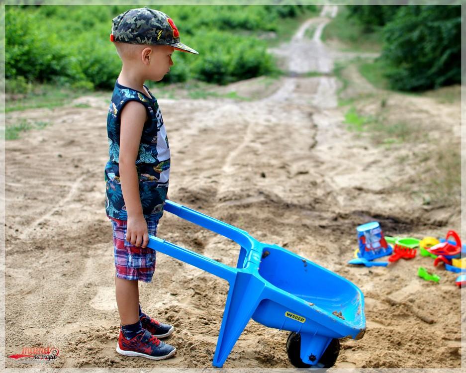 spacer z dzieckiem, wader, wader zabawki, zabawki do piasku, zabawa w pisaku