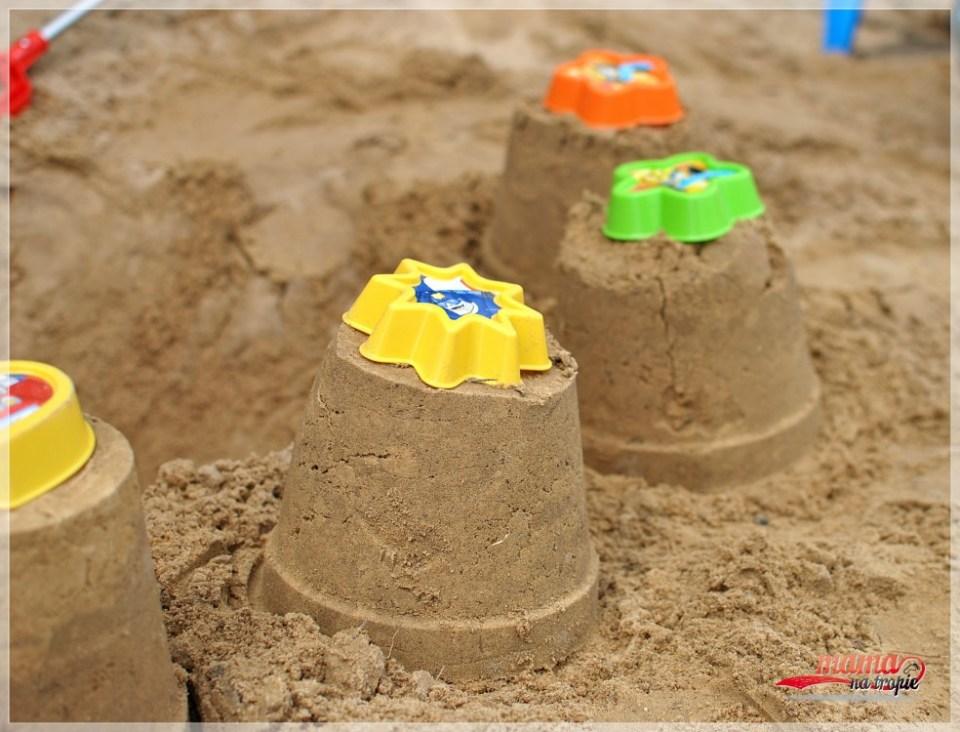 babki z piasku, wader zabawki, zabawa w piasku, z dzieckiem na spacerze, spacer z dzieckiem