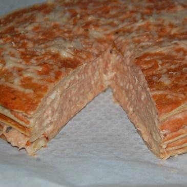 Gâteau de crêpes au thon et à la tomate