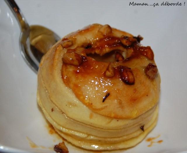 Pomme au four au miel et aux noisettes