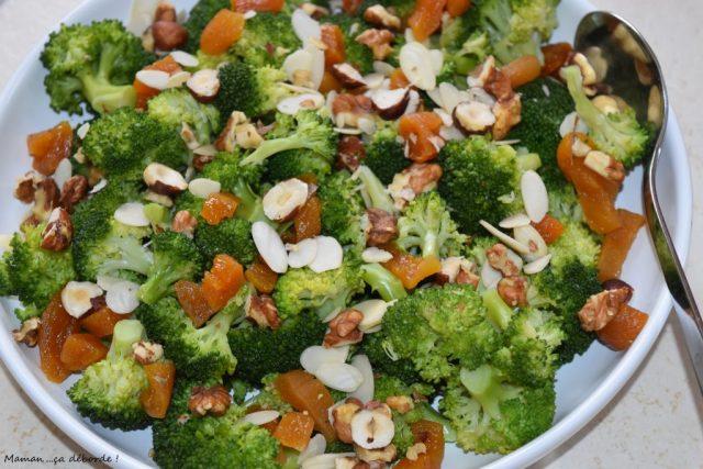 Salade de brocolis aux fruits secs