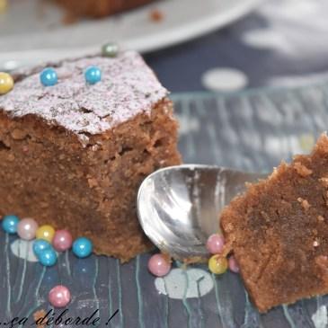 Gâteau avec les chocolats de Pâques