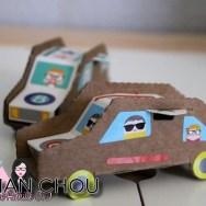 Petites voitures en carton