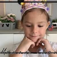 A 6 ans elle joue à quoi?