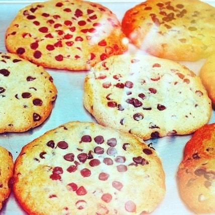 preparando galletas con niños