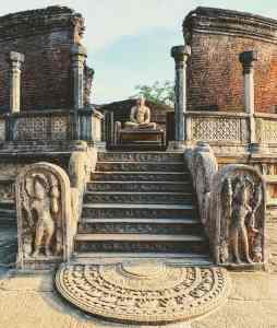 polonnaruwa con ninos
