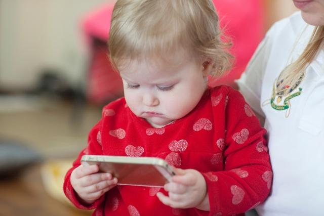 赤ちゃんは動画で英語を覚える?オススメの英語教育をご紹介