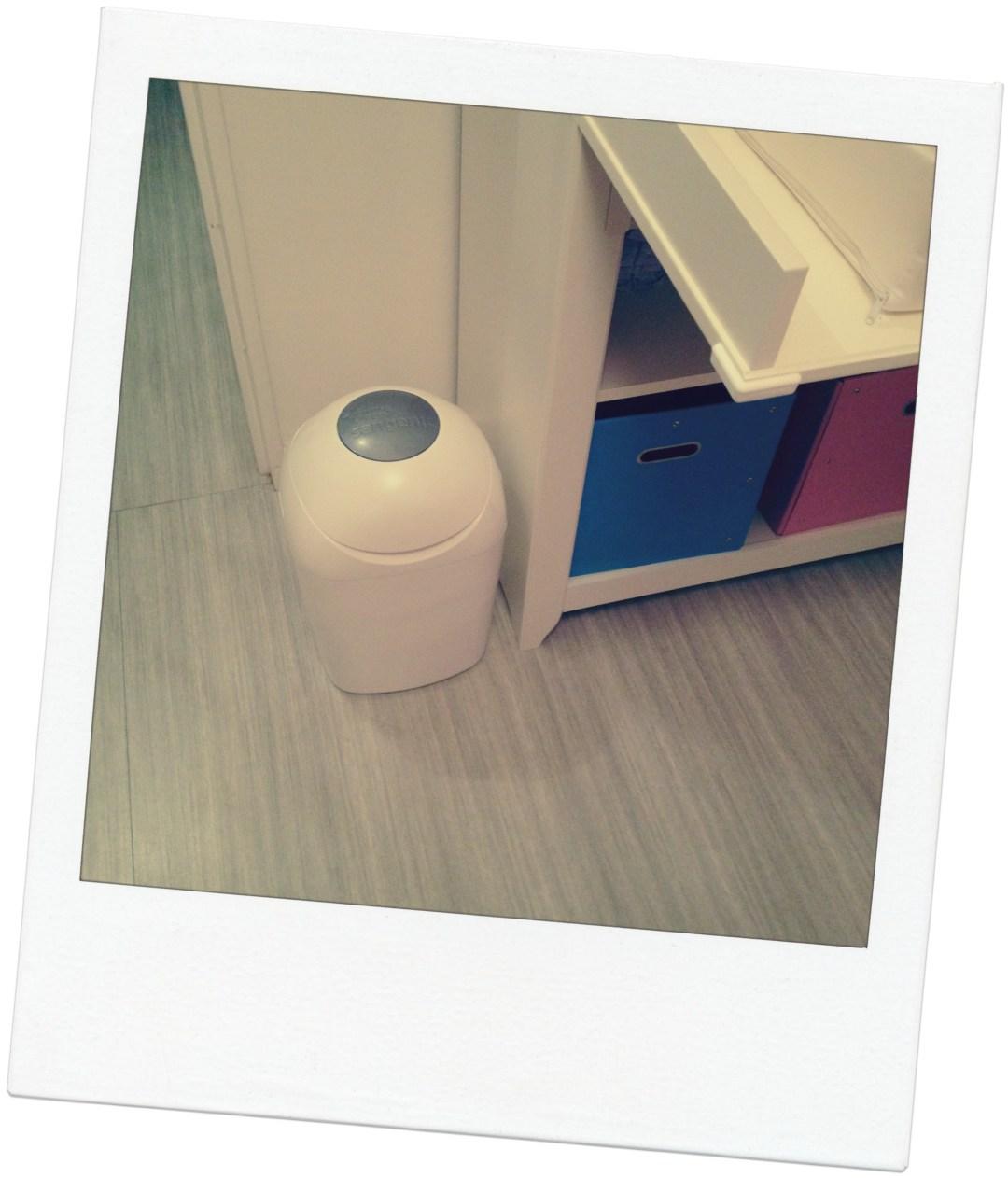 poubelle a couches archives maman floutch blog pour mamans parents de jumeaux. Black Bedroom Furniture Sets. Home Design Ideas