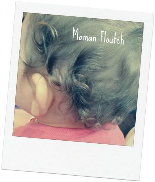 bébé cheveux bouclés