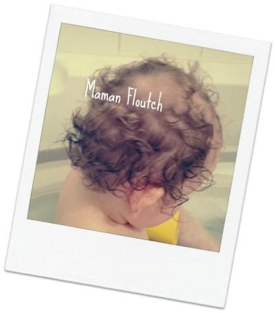 bébé cheveux frisés