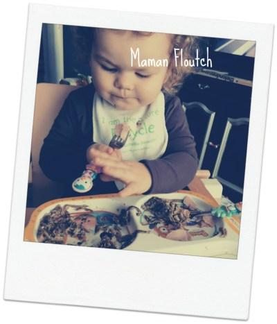 manger seul bébé 18 mois