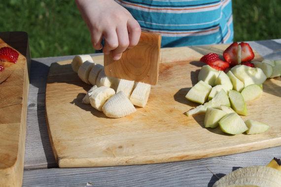 Pour favoriser l'autonomie, l'amour de la cuisine, préparer les repas en famille, faire comme papa/maman... bref un couteau qui fonctionne pour vrai, c'est clairement un hit auprès des enfants! Prix: 14$