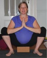 squat prenatal yoga