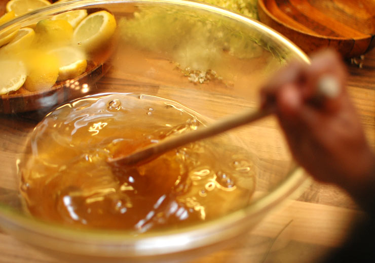 Dissolving Sugar for Elderflower Cordial from Mamanushka.com