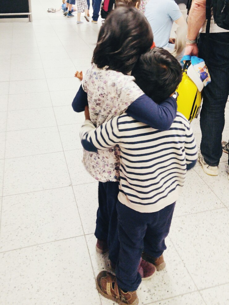 same-same-travel-cuddles-via-mamanushka.jpg