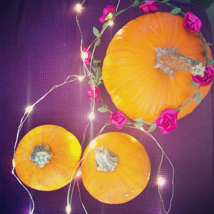 fall-autumn-fav-things-pumpkin-garland-via-mamanushka-blog