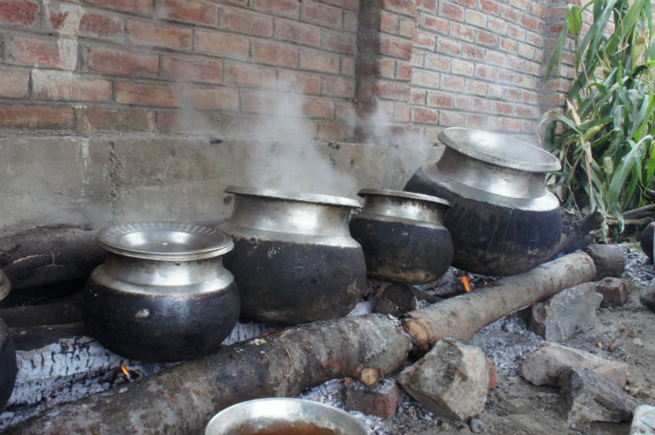 kashmiri-wazwaan-pots-via-mamanushka-blog