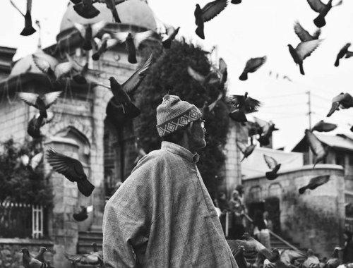 MAMANUSHKA.com    Beautiful Adhan Recitations From Around The World    Muslim Call To Prayer    Man in Kashmir    Image by Ruman Hamdani