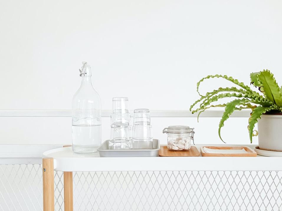 bouteille d'eau en verre consignée alternative au plastique